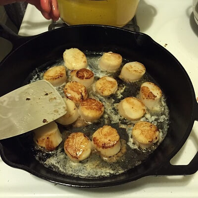 searing scallop in pan